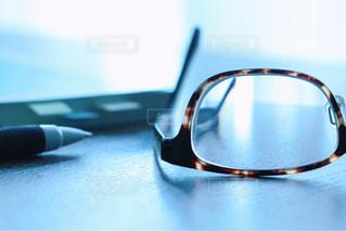 クローズ アップ テーブルをコンピューターのマウスのの写真・画像素材[1355039]