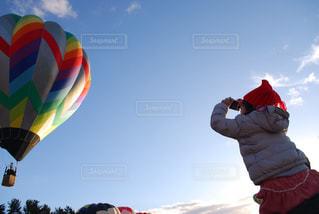 晴れた日に凧の飛行人の写真・画像素材[1830853]