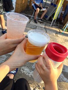お祭りで乾杯の写真・画像素材[1411043]