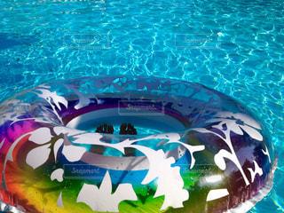 プールでリラックスの写真・画像素材[1352234]