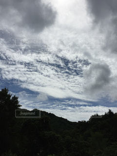 空には雲のグループの写真・画像素材[1468032]