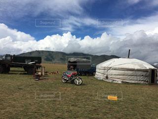 空,雲,バイク,景色,草,キャンプ,モンゴル,日中,現代,パオ,遊牧生活
