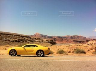 黄色の車がの写真・画像素材[1828757]