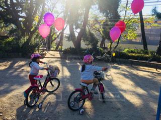 自転車の女の子の写真・画像素材[2383605]