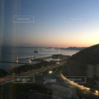 夜の街の眺めの写真・画像素材[2717734]