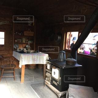 ダイニングルームのテーブルの写真・画像素材[2829634]