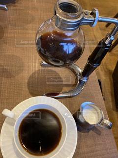 テーブルの上でコーヒーを一杯の写真・画像素材[2987421]