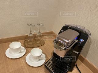 テーブルの上に座っているブレンダーの写真・画像素材[3255692]