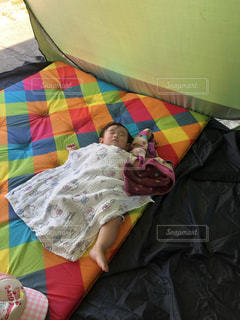 テントでお昼寝の写真・画像素材[1349468]