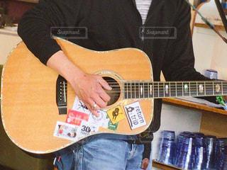 ギターを持っている人 - No.817284