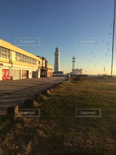 日の出に照らされる港の写真・画像素材[1053712]