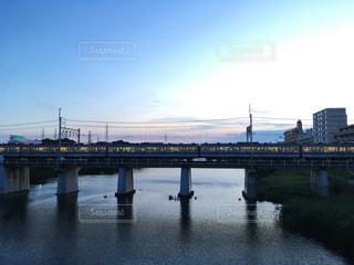 橋を渡る列車の写真・画像素材[1239545]