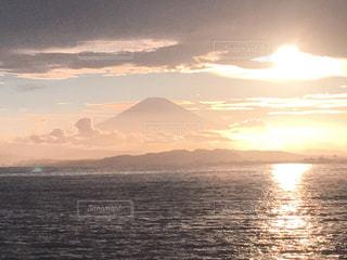 自然,風景,海,空,夏,夕日,富士山,屋外,ピンク,夕暮れ,水面,海岸,光,靄,江ノ島,日中,江の島
