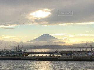 自然,風景,海,空,夏,夕日,富士山,屋外,雲,夕暮れ,船,水面,海岸,光,港,靄,江ノ島,日中,江の島