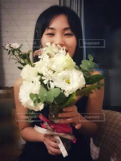 花を持っている手の写真・画像素材[1620703]