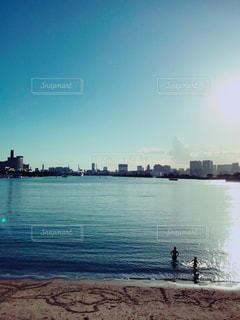 水と空と人の写真・画像素材[1456925]