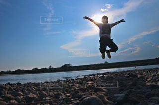 自然,空,雲,綺麗,晴れ,青,砂浜,暑い,川,水面,水色,弟,三ツ矢サイダー,夏バテ,熱中症