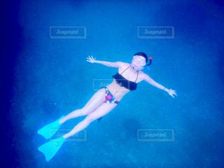 水のプールの人の写真・画像素材[1356217]