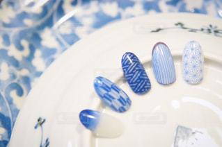 青と白のプレートの写真・画像素材[1359263]