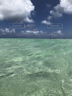 海の中の浅瀬の写真・画像素材[1432282]