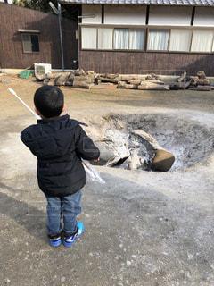 初詣に行った神社のたき火にあたるの写真・画像素材[1727982]