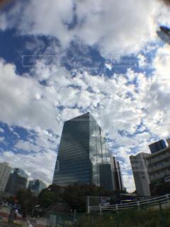 空,秋,ビル,雲,青空,都会,雨上がり,ビジネス,夢,爽快,ポジティブ,フォトジェニック,前向き,可能性,連絡通路,インスタ映え
