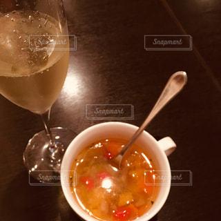 食べ物,飲み物,テーブル,スプーン,野菜,スープ,ワイン,グラス,カップ,幸せ,泡,シャンパン,夢,炭酸,艶,爽快,ポジティブ,ご褒美,スパークリング,食前酒,ミネストローネ,可能性,至福