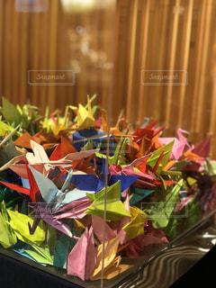 カラフルな折り鶴の写真・画像素材[3199683]