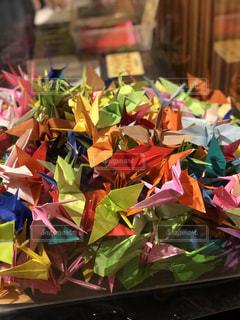 カラフルな折り鶴の写真・画像素材[3199680]