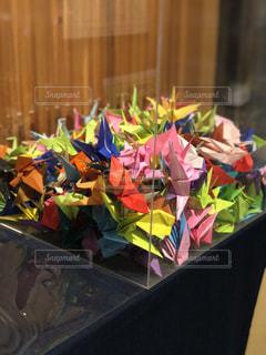 カラフルな折り鶴の写真・画像素材[3199684]
