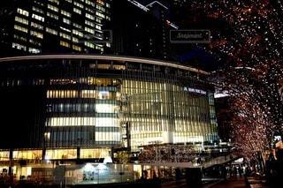 建物,夜,夜景,屋外,黄色,都市,樹木,イルミネーション,都会,ライトアップ,高層ビル,クリスマス,並木,ロマンチック,明るい,通り,ダウンタウン,グランフロント,グランフロント大阪