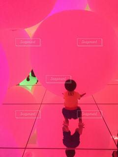 キッズ,ピンク,風船,子供,鏡,ボール,色,チームラボ