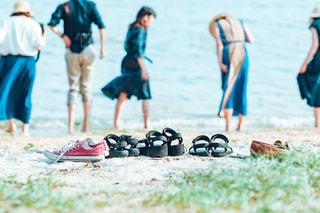 浜辺の人々のグループの写真・画像素材[2338861]