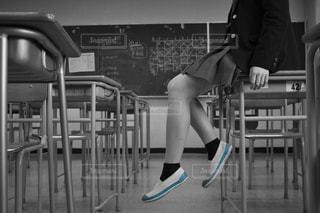 学生,モノクロ,光,椅子,机,学校,教室,高校生,ポートレート,ナチュラル,フィルム,高校,雰囲気,カラー,制服,女子高生,自然光,フィルム写真,モノクロ写真,ブレザー,女子高校生,高校生活,フィルムフォト,学校生活