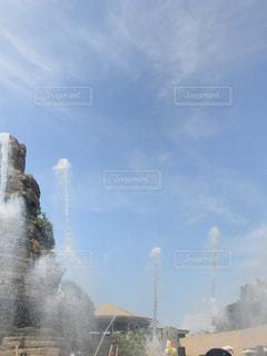 水から出てくる煙の写真・画像素材[1377511]