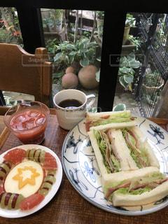 食べ物,窓,デザート,皿,サンドイッチ