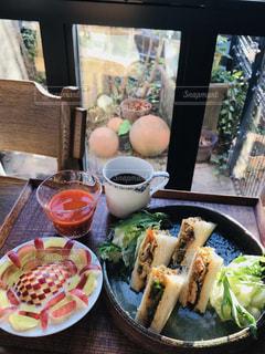 コーヒー,朝食,パン,デザート,野菜,皿,りんご,くだもの,サンドイッチ,手づくり,飾り切り,野菜ジュース