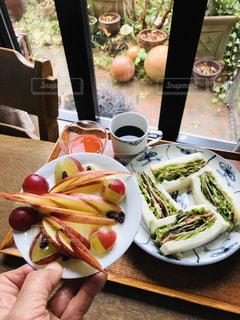 食べ物,コーヒー,朝食,窓,アート,デザート,テーブル,野菜,りんご,くだもの,サンドイッチ,ブドウ,飾り切り,野菜ジュース