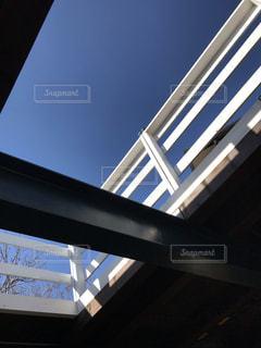新たに作った天窓からの青空の写真・画像素材[1691853]