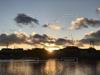 水面の夕映えの写真・画像素材[1708152]