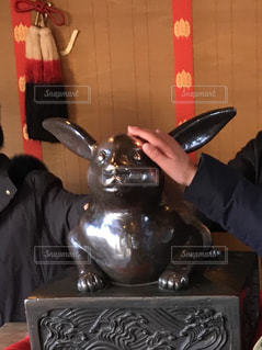 大神神社撫で兎初詣光景の写真・画像素材[1729245]