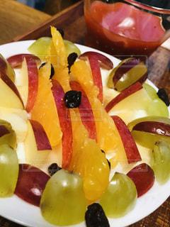 食べ物,朝食,デザート,果物,皿,りんご,甘い,ヨーグルト,新鮮,ぶどう,伊予柑,スライス,配置,干しぶどう