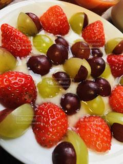 食べ物,朝食,デザート,フルーツ,果物,皿,ブドウ,ヨーグルト,新鮮,イチゴ,スライス