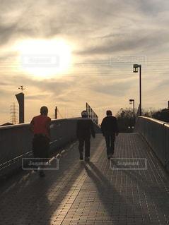 空,夕日,屋外,シルエット,ランニング,歩道橋,京都府,風見鶏,木津川市,夕映え夕暮れ