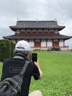 平城宮跡大極殿とスマホの写真・画像素材[2290578]