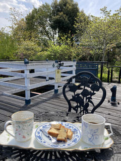 カフェ,公園,コーヒー,屋外,デッキ,樹木,ピクニック,リラックス,食器,カップ,地面,コーヒータイム,おうちカフェ,ドリンク,おうち,ライフスタイル,コーヒー カップ,おうち時間