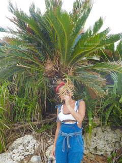 ヤシの木と私の写真・画像素材[1450750]