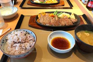 食べ物,お手頃価格,夏バテ防止,暑い時こそお肉,ステーキソース足りない,ステーキソースもらえた,鉄板ジュージュー