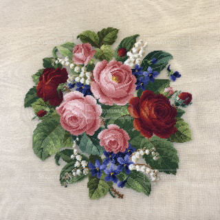 刺繍でお花のブーケの写真・画像素材[1380781]