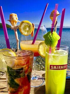 ビーチカフェでくつろぐ夏の写真・画像素材[4609906]